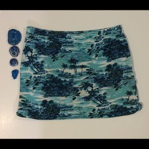 Dresses & Skirts - Express woman's L turquoise print stretch skirt.